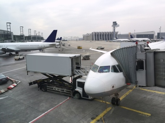 Beispielbild eines Flugzeugs für HOP Flugverspätung und Flugausfall